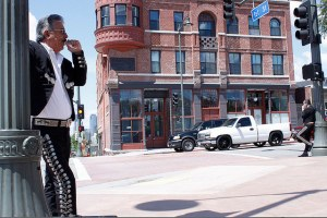 Musician Teodoro Cuevas waits for business in LA's Mariachi Plaza. Photo by Emmanuel Martinez/Neon Tommy.